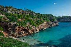 De Middellandse Zee van Spanje, Majorca-strand van Cala Moro mooie kustbaai, de Balearen royalty-vrije stock afbeeldingen