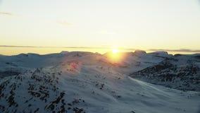 De middernachtzon in het noordpoolgebied stock footage