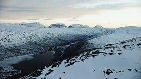 De middernachtzon in het noordpoolgebied stock video