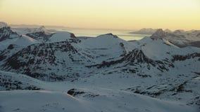 De middernachtzon in het noordpoolgebied stock videobeelden
