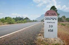 De mijlpaal gaat naar DONTALAD in Pakse in Champasak, Laos Stock Foto