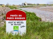 De Mijlpaal van Parijs Roubaix Stock Foto's