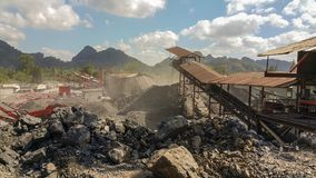 De mijnbouw is de extractie van waardevolle mineralen van de aarde Royalty-vrije Stock Fotografie
