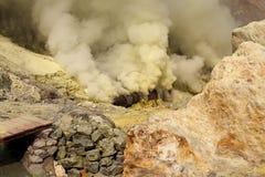 De mijnbouw van de de kraterzwavel van de Ijenvulkaan royalty-vrije stock foto