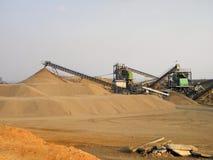 De mijnbouw van het zand Stock Afbeeldingen