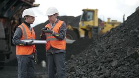 De mijnbouwmens van de open kuilarbeider stock footage