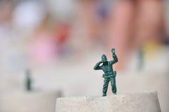 De militair van het stuk speelgoed met binoculair Royalty-vrije Stock Afbeeldingen