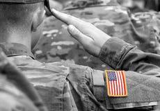De militairbegroeting van de V.S. Ons leger De troepen van de V.S. stock fotografie