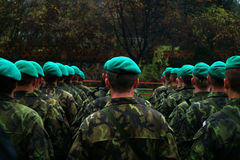 De militaire groene Baretparade, vermoeit Stock Fotografie