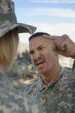 De militaire Militair van Ambtenarenyelling at female Royalty-vrije Stock Foto's