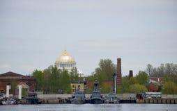 De militaire schepen in Kronstadt Rusland Royalty-vrije Stock Afbeeldingen