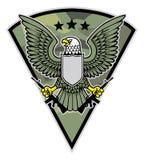 De militaire vogelmascotte grijpt een paar van geweer Stock Fotografie