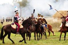 De militairen bestrijden het berijden paarden Stock Foto's