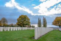 De Militairen van de grote oorlogsbegraafplaats Vlaanderen zijn stock afbeelding