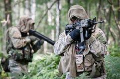 De militairen van de V.S. op patrouille Stock Fotografie