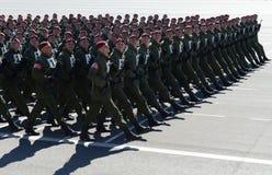 De militairen van interne troepen van MIA van Rusland treffen om op rood vierkant te paraderen voorbereidingen Royalty-vrije Stock Foto's