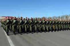 De militairen van interne troepen van MIA van Rusland treffen om in rood vierkant te paraderen voorbereidingen Royalty-vrije Stock Foto's