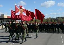 De militairen van interne troepen van MIA van Rusland treffen om in rood vierkant te paraderen voorbereidingen Stock Afbeelding