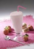 De milkshake van de aardbei stock afbeelding