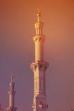 De MINARET van de grootste moskee van de V.A.E, SJEIK ZAYED GRAND MOSQUE bepaalde van in ABU DHABI de plaats Stock Afbeelding