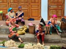 De minderheidsuitje van Hmong van de bloem Royalty-vrije Stock Foto's