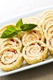 De mini voorgerechten van het sandwich spiraalvormige broodje stock foto