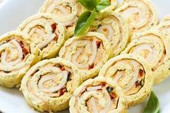 De mini voorgerechten van het sandwich spiraalvormige broodje Stock Afbeeldingen
