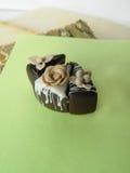 De miniatuurcake van de polymeerklei op de lijst Stock Fotografie