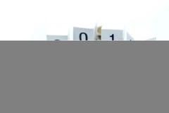 De miniatuurmensen reizen met houten van belasting en 2018, Zaken en Stock Foto's