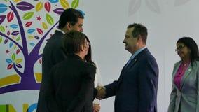 De Minister van Buitenlandse Zaken Ivica Dacic van Servië en Venezolaanse President Nicolas Maduro stock videobeelden