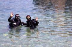 De Minnaars van de scuba-uitrusting royalty-vrije stock afbeelding