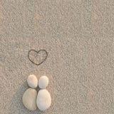 De minnaars van kiezelstenenvormen op het strand Royalty-vrije Stock Afbeelding