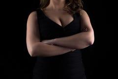 De mislukking van de foto curvy vrouw met gekruiste wapens royalty-vrije stock afbeelding