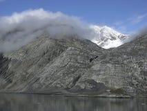 De mist die de Bergen behandelt royalty-vrije stock foto