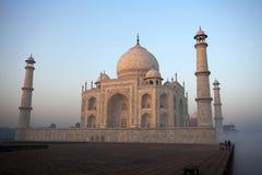De mist van de ochtend in Taj Mahal, Agra, India stock foto