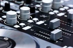 De mixercontrolemechanisme van DJ Stock Foto's