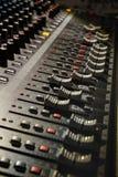 De Mixerpaneel van DJ stock afbeeldingen