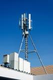 De mobiele antenne van het telefoonnetwerk Stock Foto's