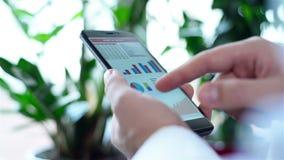 De mobiele Grafiek van de Telefoonvoorraad stock videobeelden