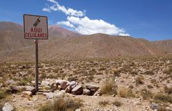 De mobiele grens van het telefoonsignaal bij de Abra del Condor-bergpas 4000 m op de grens van de Provincie van Salta en Jujuy-,  stock foto's