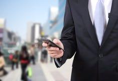 De mobiele telefoon van de mensenaanraking Royalty-vrije Stock Afbeeldingen