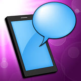 De mobiele Telefoon wijst Draagbare op Telefoon en Praatje Royalty-vrije Stock Fotografie