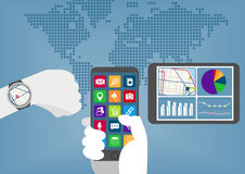 De Mobile Computing concepto por todas partes con la mano que sostiene el teléfono elegante, el reloj elegante y la tableta Stock de ilustración
