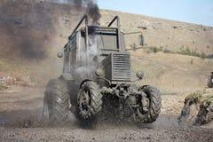 De modder van de tractor het rennen Royalty-vrije Stock Afbeeldingen