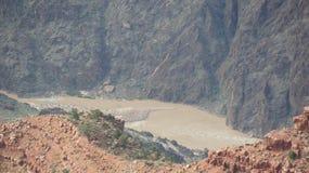 De modderige Rivier van Colorado bij de bodem van Grand Canyon Stock Foto