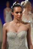 De modellen lopen het baanfinale bij de Baan van Ines Di Santo Bridal Spring /Summer 2016 tonen Royalty-vrije Stock Foto's