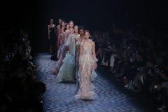 De modellen lopen het baanfinale bij de Marchesa-modeshow Royalty-vrije Stock Foto