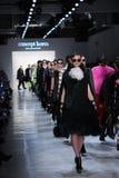 De modellen lopen het baanfinale voor de inzameling van Conceptenkorea Stock Foto