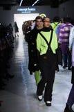 De modellen lopen het baanfinale voor de inzameling van Conceptenkorea Royalty-vrije Stock Foto