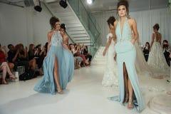 De modellen lopen het baanfinale voor Julie Vino Havana 2018 de Bruids Inzamelingsbaan toont Royalty-vrije Stock Foto's